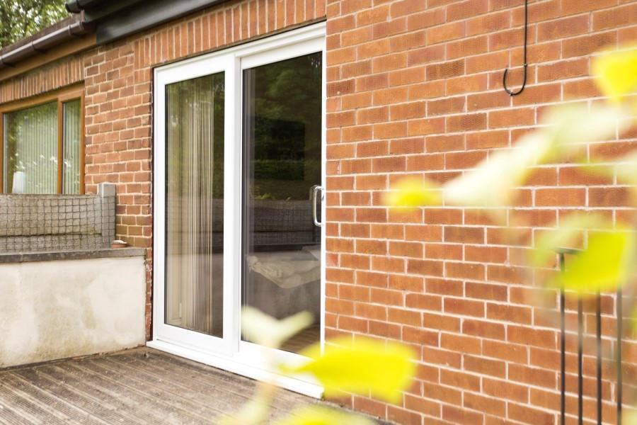 Upvc double glazed sliding patio doors safestyle uk for Patio doors with side windows
