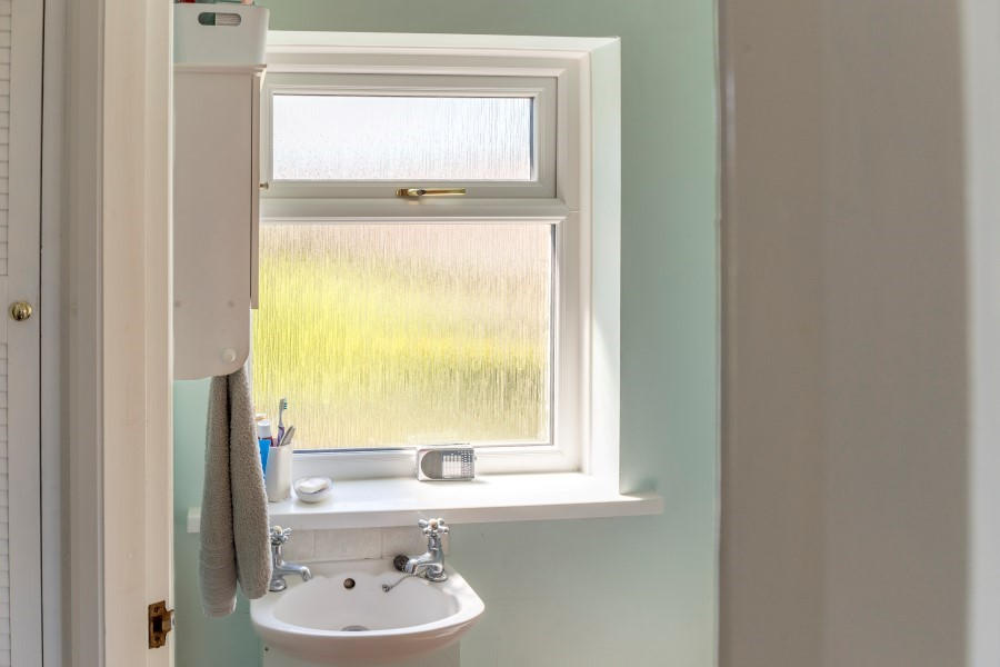 Upvc obscure privacy glass windows safestyle uk for Window privacy options